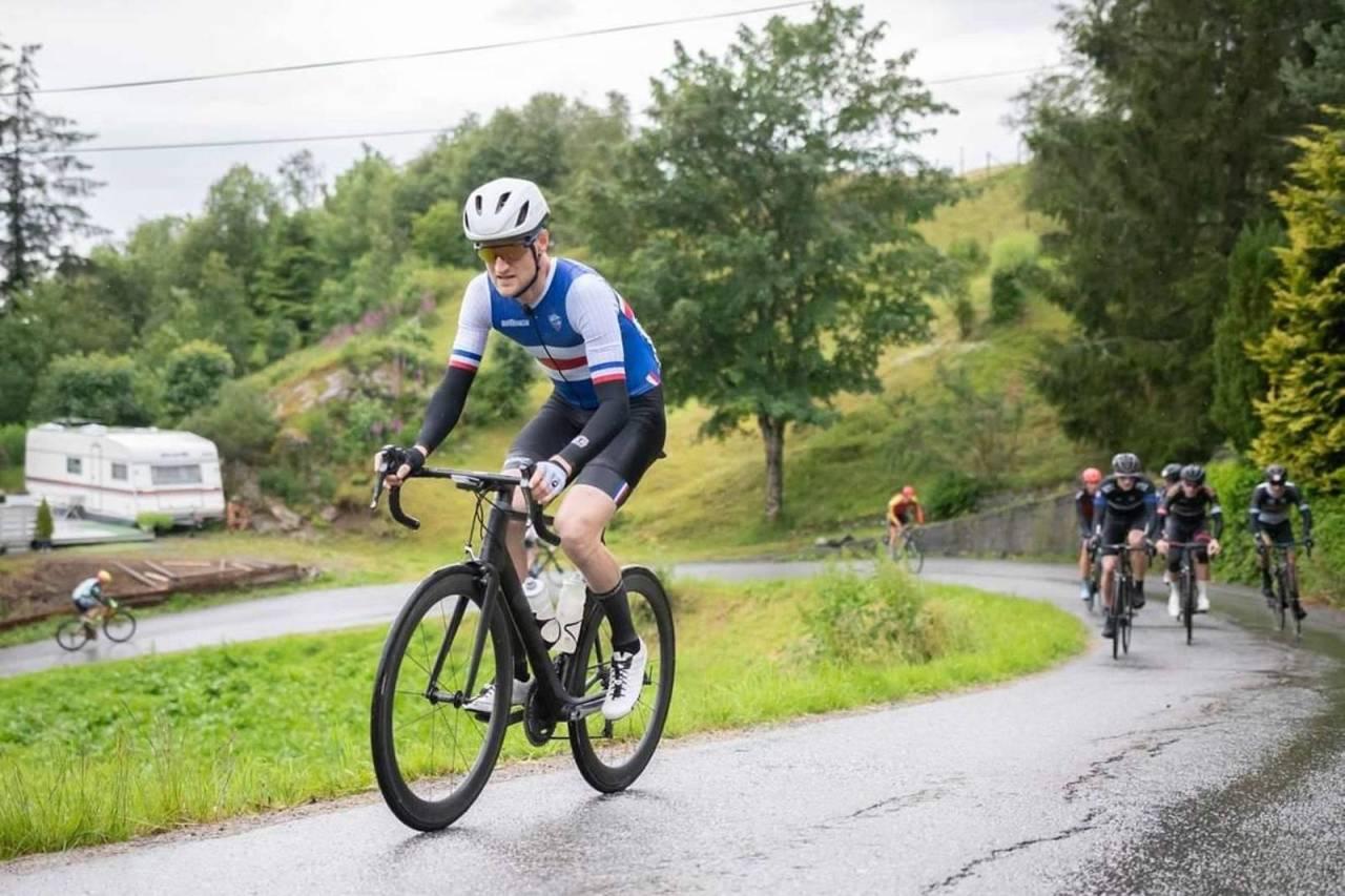 IVRIG: Rasmus Strand fra Trondheim sykler rubbel og bit av det som tilbys på terminlista i Trøndelag, og er dobbelt masternorgesmester for andre år på rad. Foto: Cecilie Christensen