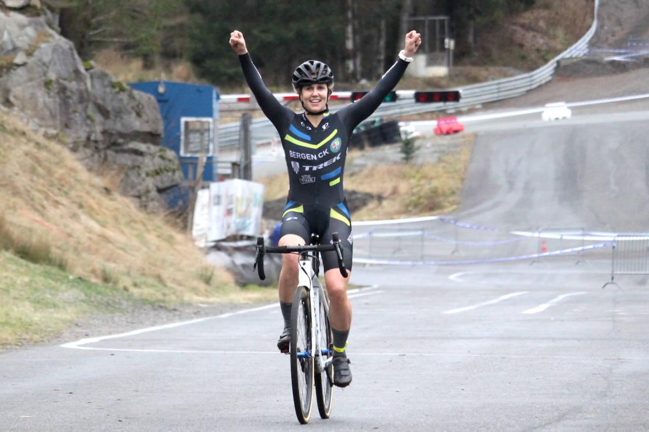 HJEMMESEIER: Ingrid Moe vant kross-NM på hjemmebane, en uke etter at hun vant Norgescupen. Det gullet verdsetter hun høyt. Foto: Cato Karbøl
