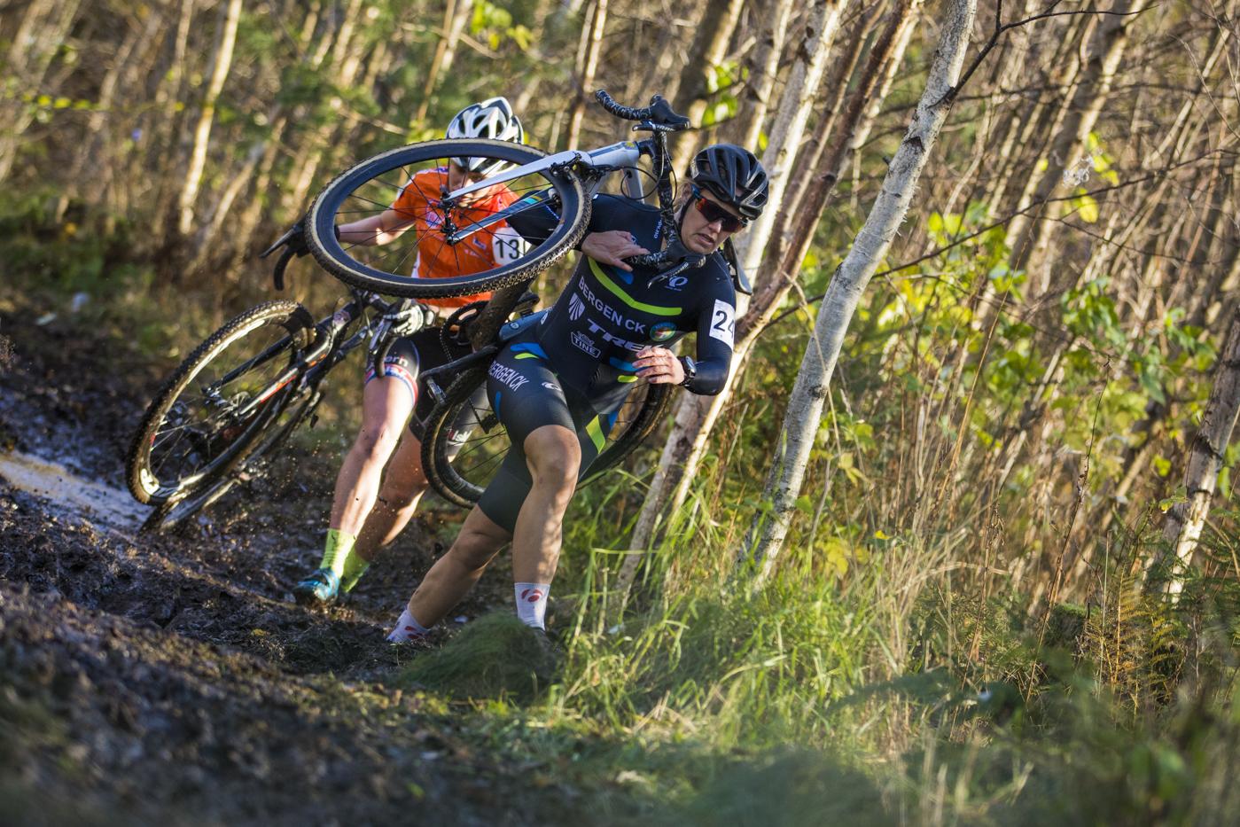 PROFF: Fra nyttår sykler Ingrid Moe fra Bergen CK for det norske profflaget Hitec Products. Her fra Norgescup i kross i Svelvik. Foto: Per-Eivind Syvertsen