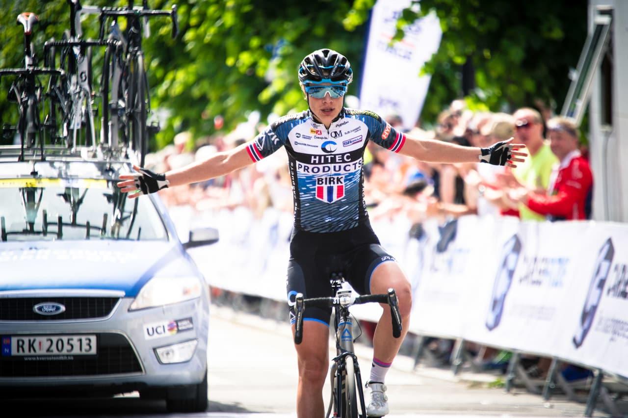 OVERLEGEN: Vita Heine kjørte raskt fra bruddkollega Katrine Aalerud. Starten gikk treigt, men mot mål var hun solid. Foto: Henrik ALpers.