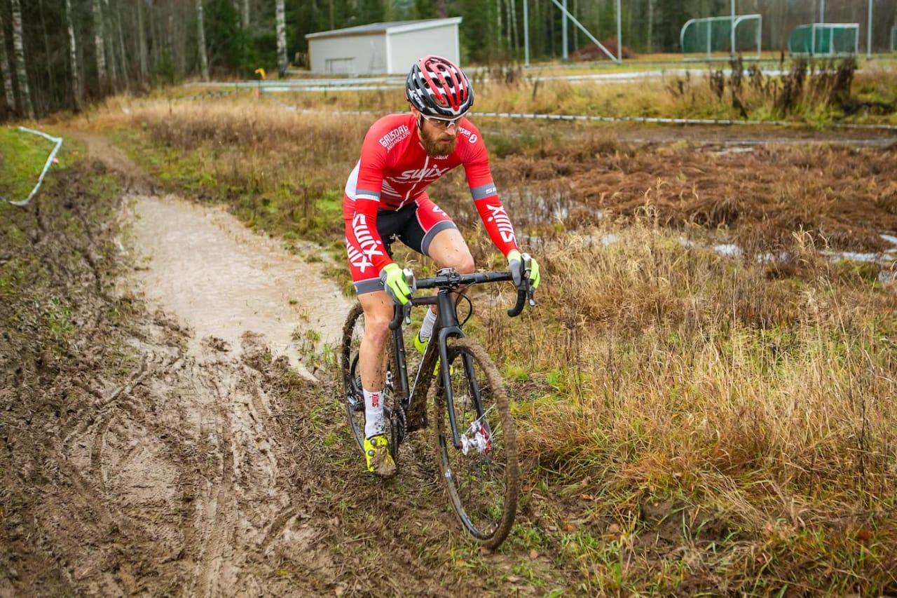 I SITT ESS: Morten Vaeng trives bedre jo mer gjørme det blir, og vant Dikemark Kross med solid margin. Foto: Pål Westgaard