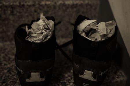 OLD SCHOOL: Våte sko, hver natt. Aftenposten leverer trofast tørkeutstyr.