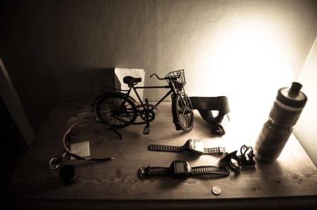 ROT: Normalt sett står det bare en sykkel på kommoden i gangen. Nå flyter det over av alle mulige rekvisitter.