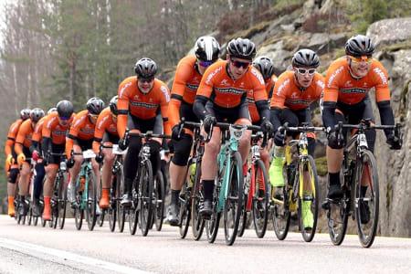 TRE PÅ RAPPEN: Kjekkas setter alle krefter inn på å vinne Enebakk Rundt på tirsdag, selv om laget har tatt et sabbatsår fra rullekjøring. Foto: Ola Morken