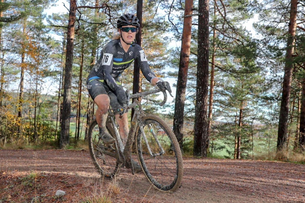 DOMINERTE: Ingrid Moe tok sesongens første Norgescupseier i kross og overtok også laksetrøya. Foto: Ola Morken