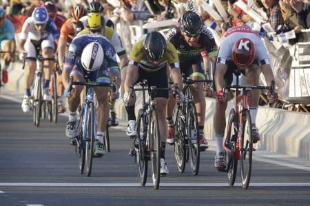 TETT DUELL: Alexander Kristoff hadde nok en gang centimeterne på sin side i kamp med Mark Cavendish. Foto: Cor Vos.