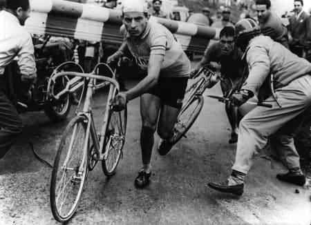 FØRSTEMANN: Utsvevende liv, best på sykkelen, døde ung. Fausto Coppi hadde alt, også en Bianchi. Foto: Cor Vos.