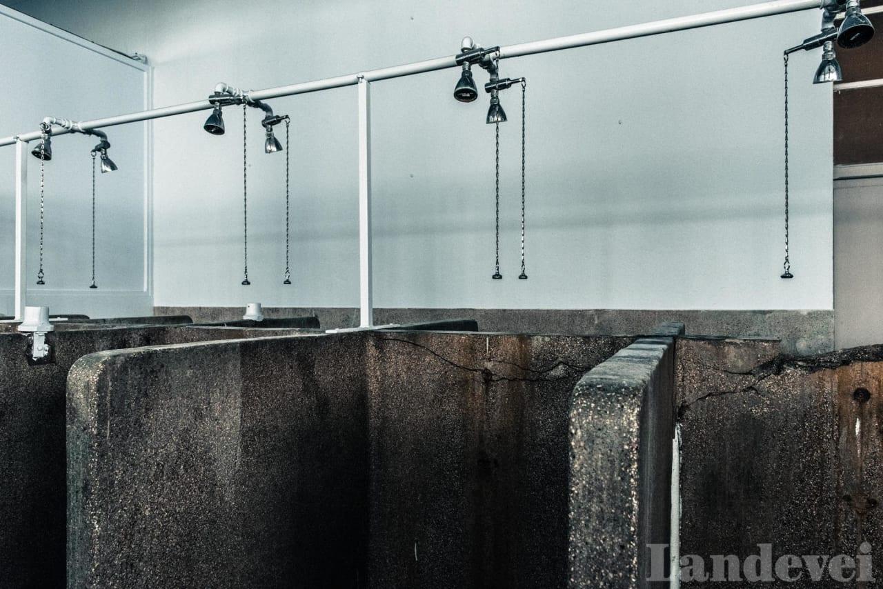 SLITNE: Dusjene i Roubaix har stått der uforandret siden bygget ble oppført. Her har mange kjente navn vasket seg etter rittet.