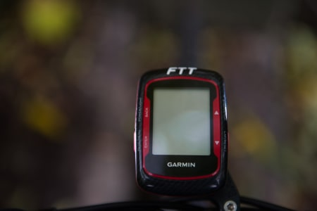 STRAVA? EN rød Garmin Edge 500 logger kilometer, i tillegg til å fortelle deg at Anki sykler for FTT.