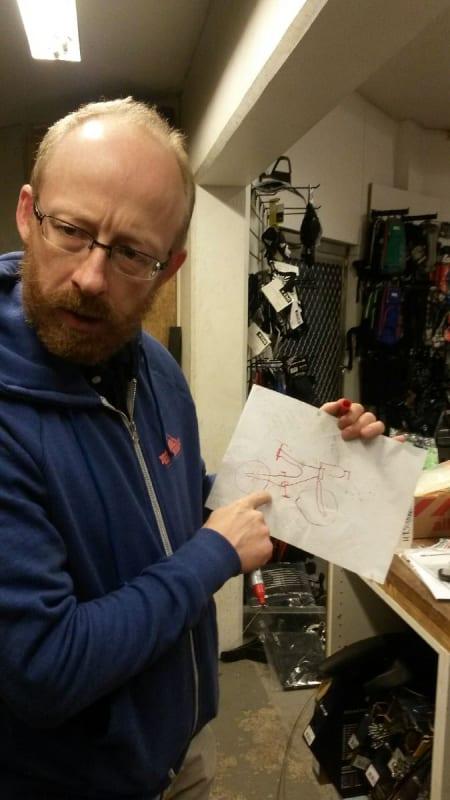 SMARTING: Håkon forklarer om Treks Y-Foil, og hvorfor det ikke fungerte i lengden.