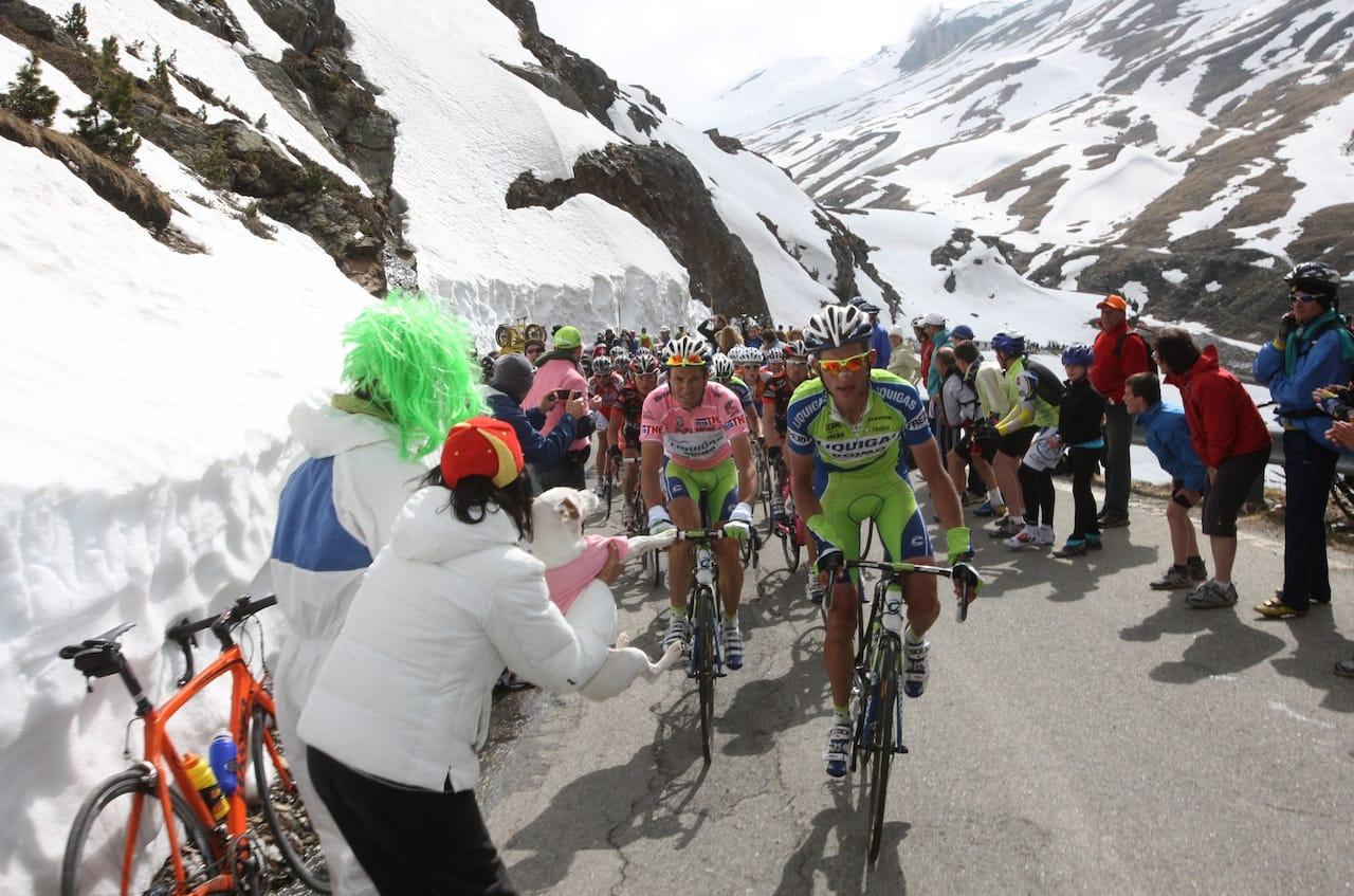 TIL FJELLS! Giro d'Italia foregår i stor grad i krevende fjell. Slik har det alltid vært. Foto: Cor Vos.