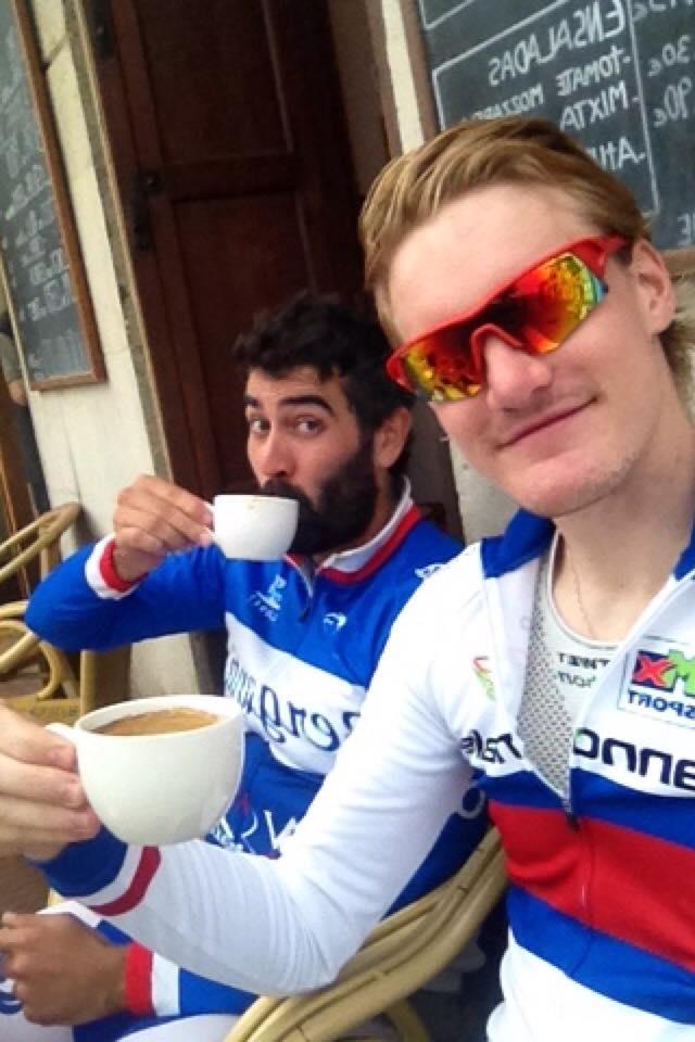 CAFÉKONGEN: Dan Erik Hansen liker å nyte livet på spanske caféer! Foto: Privat.