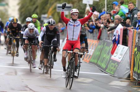 HISTORISK: Aleksander Kristoff er med sin seier i 2014 første nordmann som vinner et monument. Foto: Cor Vos.