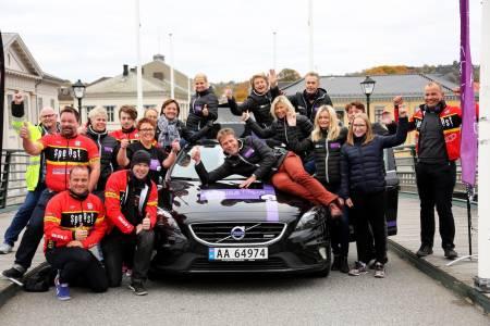STOLT: Rittdirektør i Ladies Tour of Norway Roy Moberg (på panseret) er stolt over at kvinnenes etapperitt har fått høyeste UCI-status fra 2017, og dermed også sendes på TV2 hovedkanalen. Foto: Kjell-Erik Kristiansen