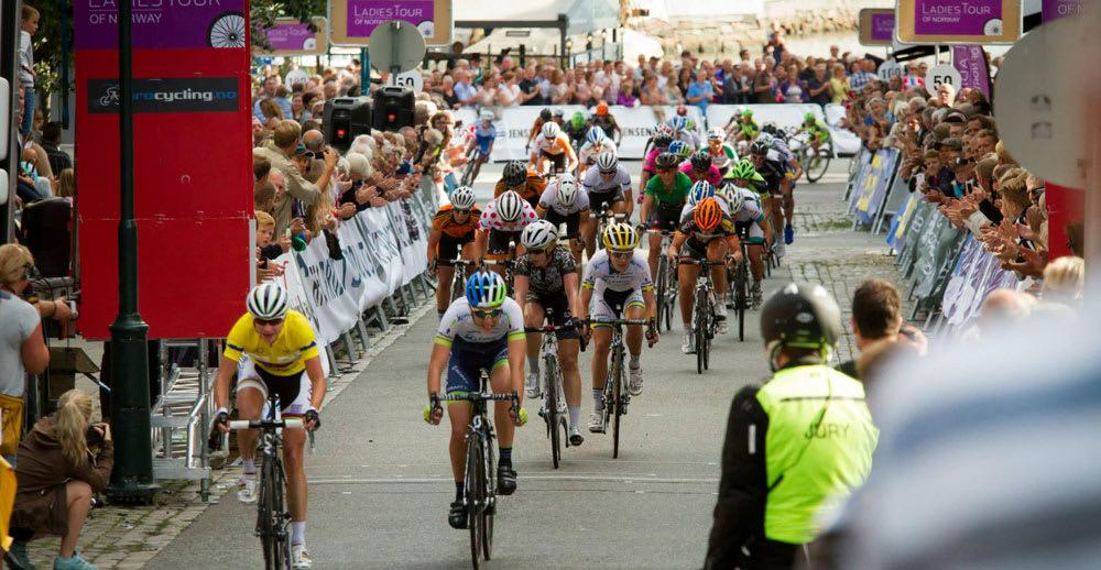 POPULÆRT: Ladies Tour of Norway trakk tusenvis av tilskuere til Halden. 14-16 august 2015 kommer sirkuset tilbake. Foto: Jan Tore Sveen.