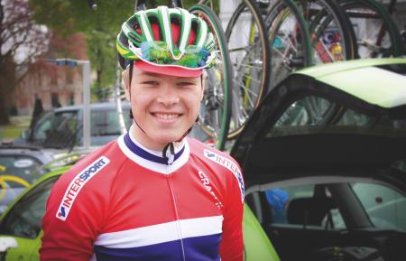 VÅT BAK ØRA: Tobias er bare 18 år, men godt kjent med landslagstrøya. Nå skal han representere et norsk samlingslag i Tour of Norway. Foto: NCF.