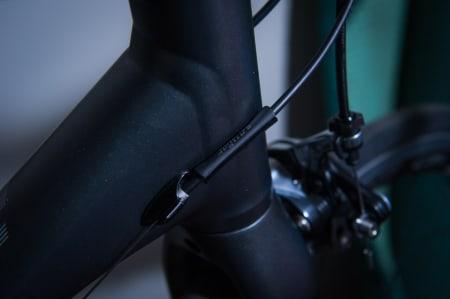 GNISS: Strømper har det med å gnikke stygge merker på sykkelrammer, aldri så godt beskyttet de er. Hvordan blir det på en aluminiumsramme?