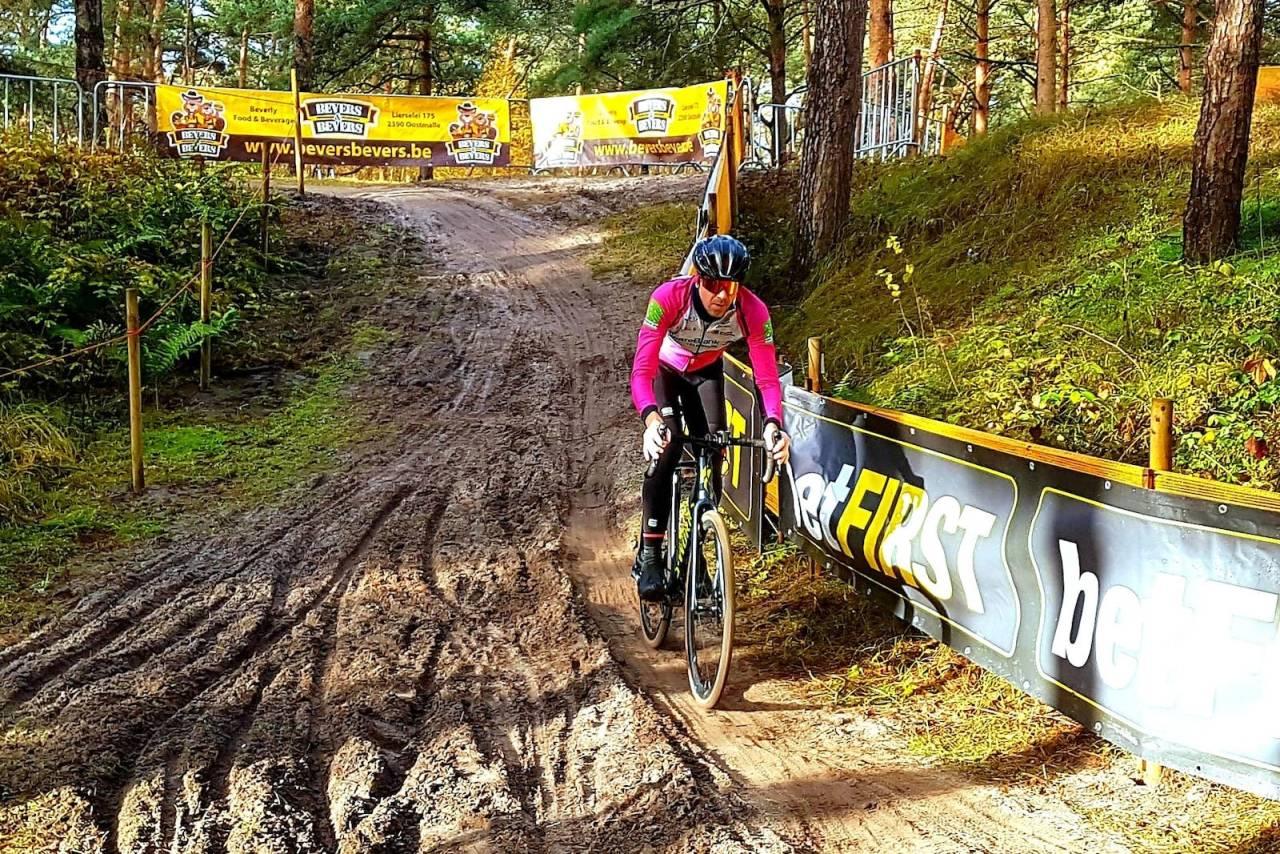 FORNØYD: Lars Kabbe fra Grenland SK ble nummer 23 i masters-VM i cyclocross, som gikk i Mol i Belgia på lørdag. Foto: Privat