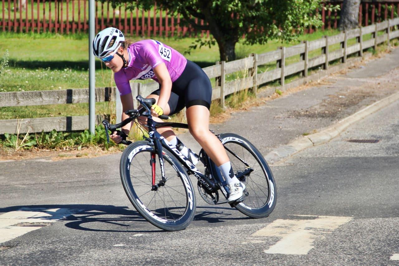 SIKRET TRØYA: Pernille Feldmann vant den rosa juniortrøya i det svenske etapperittet U6. Foto: Bjørn A. Olsen