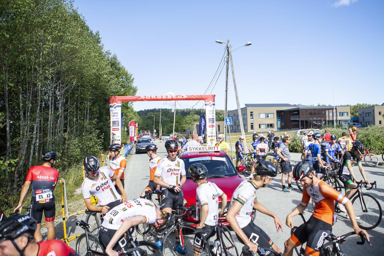 AVLYST: Spikkestadrunden ble avlyst etter en runde. – For farlig, sa kommissærer, lagledere, ryttere og rittledelsen. Foto: Pål Westgaard