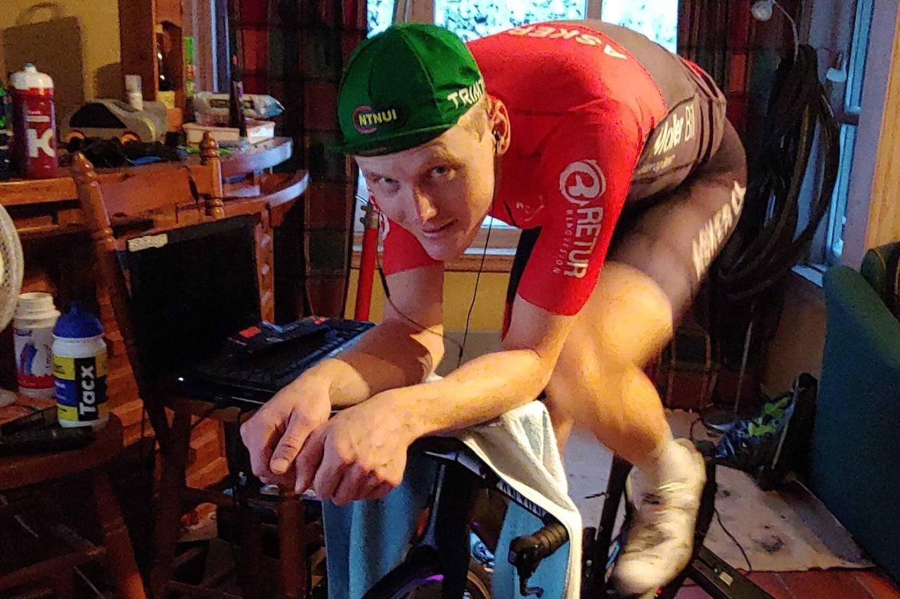 TEMPOFANTAST: Eirik Wendelborg kjører alle rulleøktene på temposykkelen, både for å venne kroppen til å trives i tempostilling og fordi han synes tempo er topp.