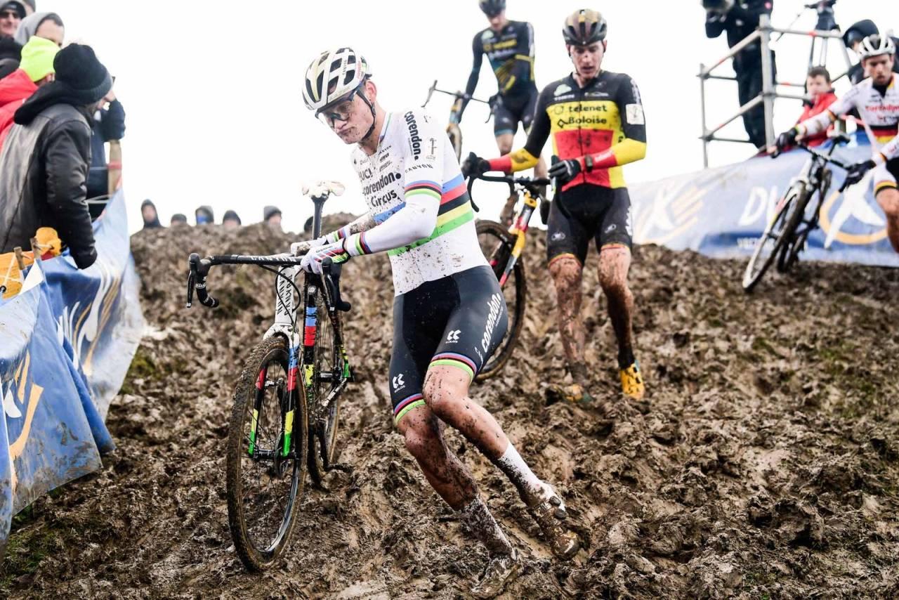 LANG SEIERSREKKE: Mathieu van der Poel angrep tidlig, men endte på 3. plass i Hotondcross. Foto: Cor Vos.