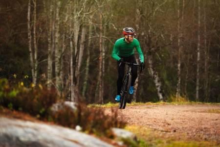 TESTING-TESTING: Kristoffer Kippernes tester grussykler for landevei.no. Men hva slags sykkel er best? Foto: Øyvind Aas.