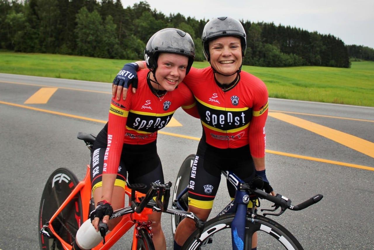 TIL DROPS: Elise Marie Olsen og Emilie Moberg, begge fra Halden CK, har begge skrevet kontrakt med det britiske UCI-profflaget DROPS for 2020. Foto: Bjørn A. Olsen