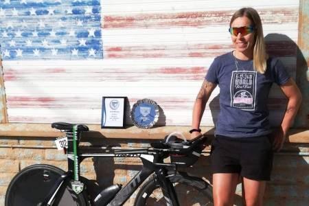Monica Storhaug er verdensmester i 12-timers ultrasykling for andre år på rad etter innsatsen i California sist helg. Foto: Privat