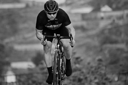 VERDENSMESTER-AMBISJONER: Martin Iversby er Norgesmester i fellesstart, og stiller både på Nordisk mesterskap i helga og i Masters-VM i Frankrike. Foto: Pål Anders Thunæs