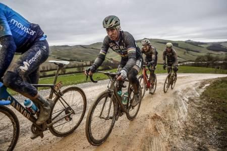 NY TITTEL? Peter Sagan under Strade Bianche, det største grusrittet på proffenes kalender. Foto: Cor Vos.
