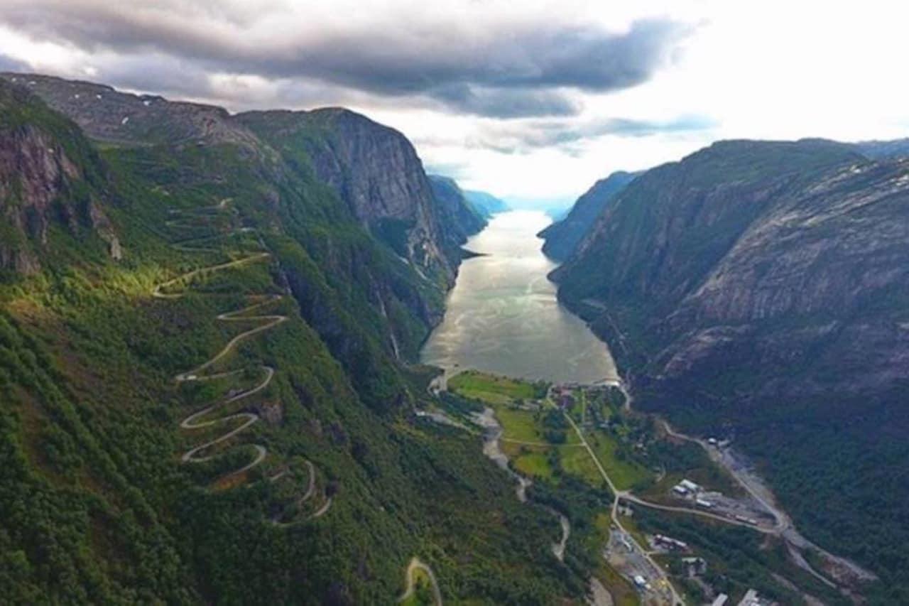 HÅRNÅLER: De 20 serpentinsvingene opp Lysheiane er en del av Haute Route Stavanger. Foto: Arrangøren