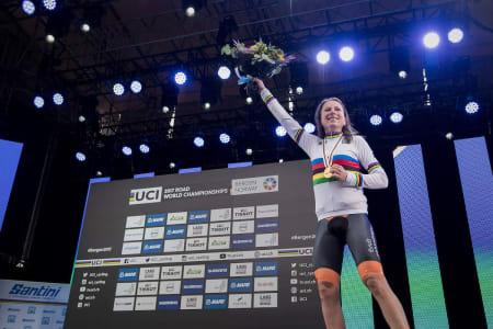 VERDENSMESTER: Annemiek van Vleuten levde opp til favorittstempelet og ble verdensmester på tempo i Bergen. Foto: Kristof Ramon