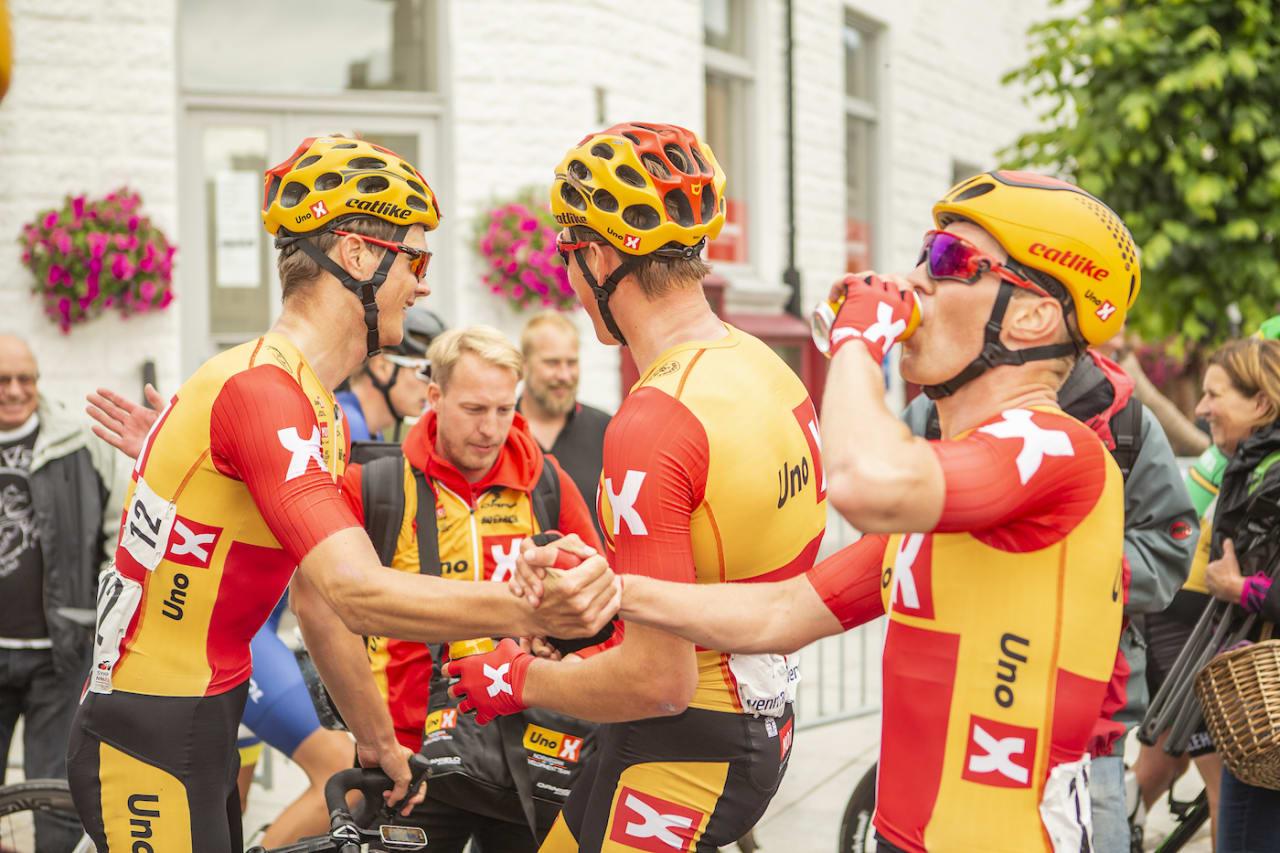 DOMINETE: Uno-X-rytterne tok hele pallen på fellesstarten i U23-NM. Foto: Pål Westgaard