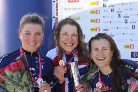 HITEC-STORESLEM: Vita Heine vant gull og kongepokalen på NM-tempoen, foran lagvenninnene Thea Thorsen på andreplass og Katrine Aalerud på tredjeplass. Foto: NCF
