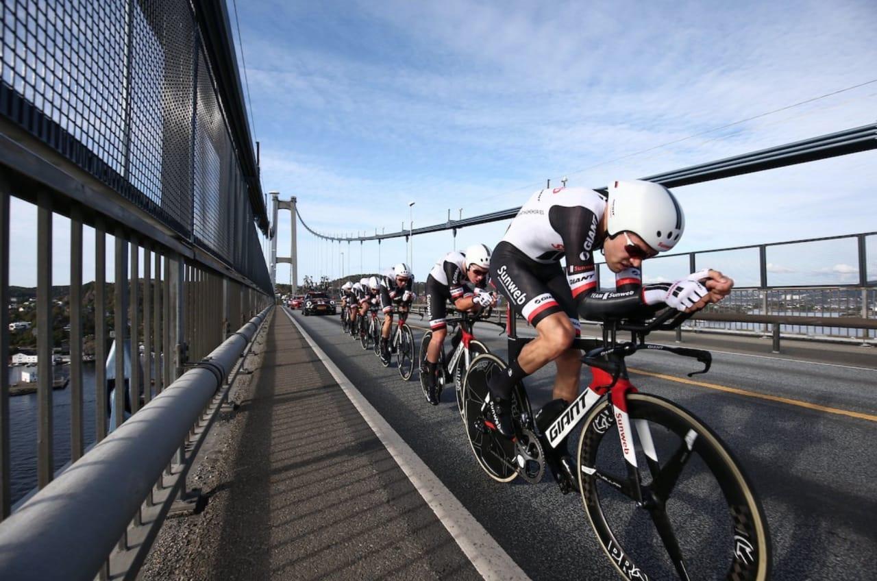 DAGENS DOBBEL: Herrene i Team Sunweb gjorde som damelaget, sikret seg en overraskende gullmedalje! Foto: UCI.