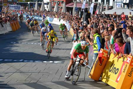 RÅSTERK: Alexander Kristoff tok sin tredje etappeseier, og vant rittet sammenlagt: Foto: Einar Oliver Landa.