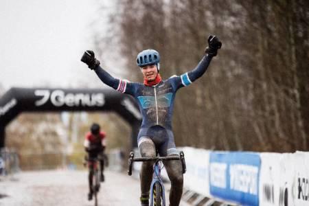 UOVERTRUFFEN: William Høines Larsen ledet juniorene  fra første tråkk i NM  i  cyclocorss på Spikkerad lørdag. Foto: Henrik Alpers