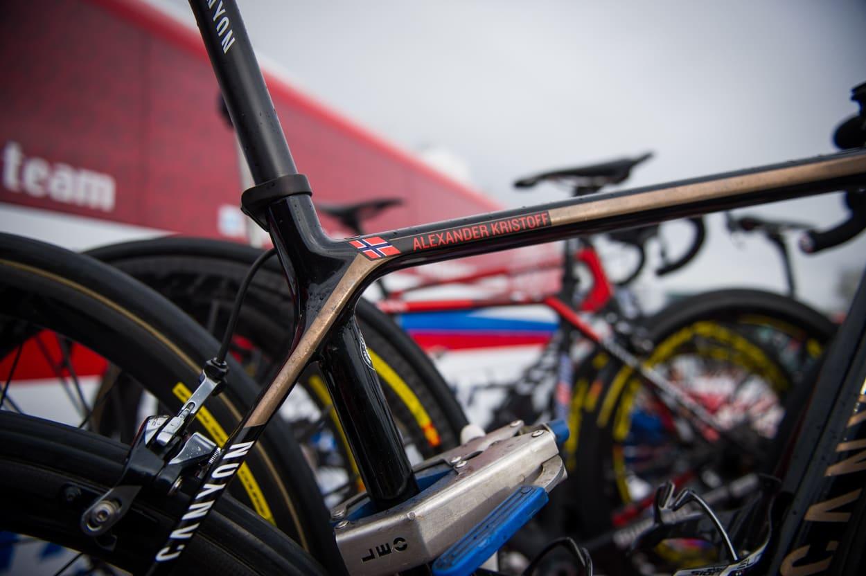 BLANKPOLERT: En av Alexander Kristoffs reservesykler er blanklakkert, i motsetning til konkurransesykkelen han ellers bruker. Canyon Ultimate CF SLX Team.