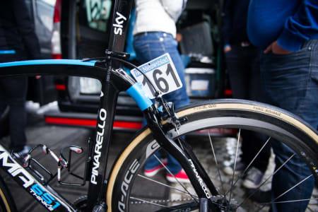 NESTEN: Edvald var toneangivende mot slutten av rittet på sin Pinarello Dogma. Hele Sky kjørte Dogma, og ikke den mer tilgivende Kobh vi har sett de bruke i Paris-Roubaix.