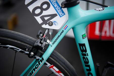 PIGGTRÅD: Jonny Hoogerland, mannen som ble verdenskjent etter sin velt i piggrådgjerdet i Tour de France stilte også til start.