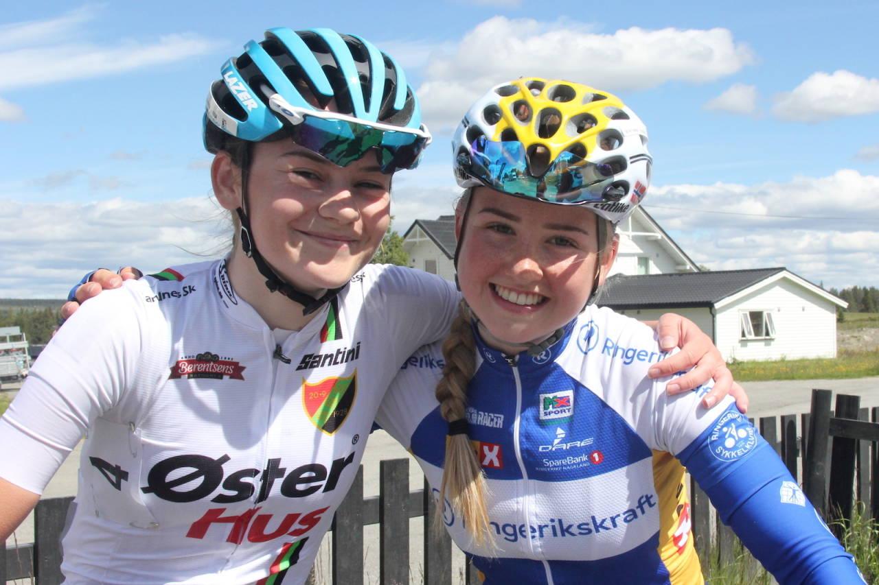 KLUBBKOLLEGAER: Mari Hole Mohr (til venstre) går inn i Ringerike SK fra 2020. Her med klubbens juniortalent Magdalene Lind. Foto: Ingeborg Scheve