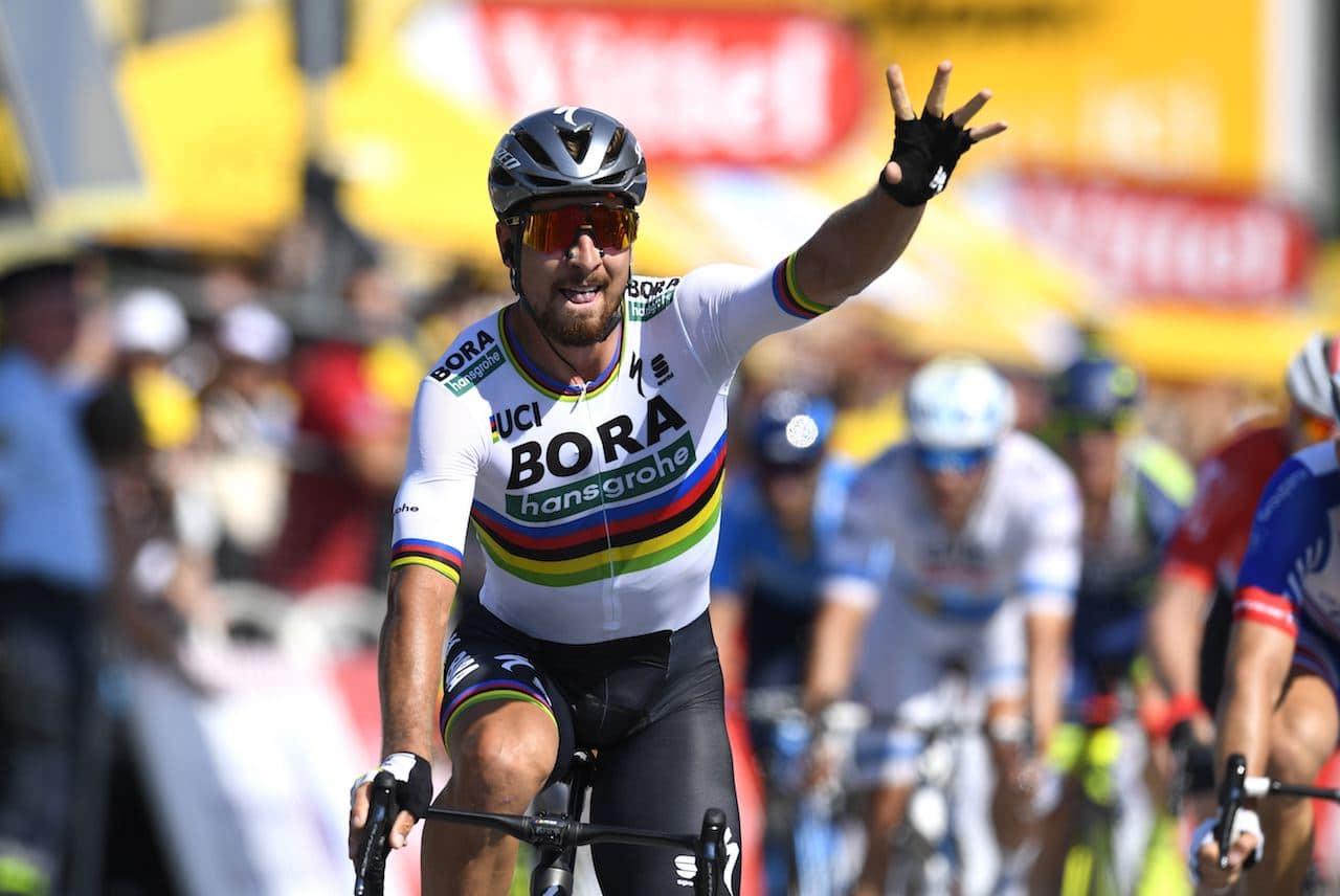 KAOSPILOT: Peter Sagan navigerte seg først over streken, i en katoisk sprintfinale. Foto: Cor Vos.