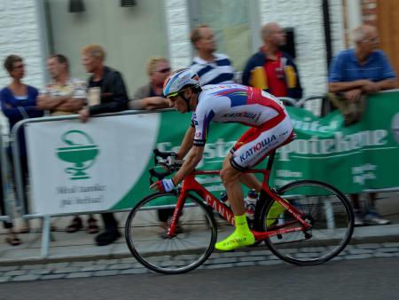 Sven Erik Bystrøm prøvde å gå solo på de siste rundene, men Katusha-rytteren klarte ikke å riste av seg Syver Wærstedt.