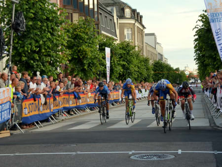 Et par sekunder senere tok Christer Jensen spurten om tredjeplassen, etter at Marius Westgaard veltet ut av pallen.