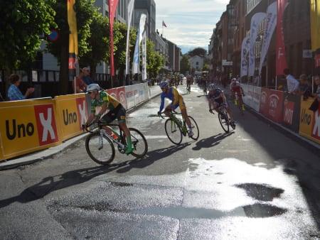 Aleksander Perez fra Lillehammer leder Petter Theodorsen, Sondre Hurum og Sven Erik Bystrøm gjennom en av mange 90-gradere.