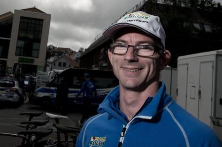 ROLIG DAG: Matthew John Adcock satt i den bakerste bilen, for en litt roligere dag på jobb. Det utgikk da Reidar havnet i brudd.