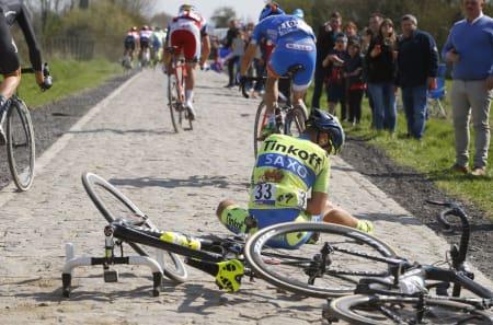 Sykkellegendken Eddy Merckx tror skivebremser kan gå på sikkerheten løs i proffritt med gruppettoer på 200 mann i stor fart. I forbindelse med en massevelt i årets Paris-Roubaix ble skivebremser gjenstand for debatt. Foto: Cor Vos
