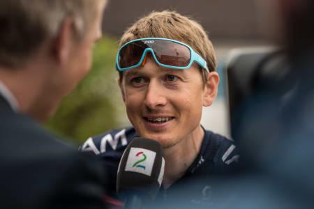 POC STYLE: Svenske Gustav Larsson (IAM Cycling) flagger selvsagt svenske briller!
