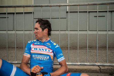 PÅ FELGEN: Wanty-rytteren satte ikke helt pris på to runder opp den stupbratte Reistadbakken på Lillehammer.